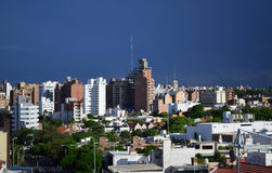 De stadsgebouwen van Cordoba en blauwe hemel Stock Fotografie