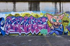 De stadsgraffiti op de cementmuur Royalty-vrije Stock Fotografie