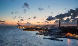 De stadshaven van Gothenburg tijdens zonsondergang stock fotografie