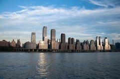 De stadshemel -hemel-scrapper van New York Stock Afbeelding
