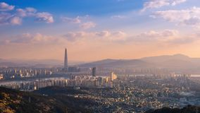 De stadshorizon en wolkenkrabber van Seoel in Seoel van de binnenstad, Zuid-Korea, 4K Timelapse stock video