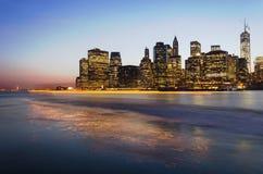 De Stadshorizon Manhattan van New York en Standbeeld van Vrijheid Stock Foto's