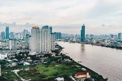 De stadshorizon van Bangkok zoals die van boven luchtmeningsfotografie wordt gezien Royalty-vrije Stock Afbeelding