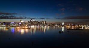De Stadshorizon van Boston bij Schemer - Boston Massachusetts Stock Afbeelding
