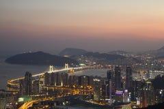 De stadshorizon van Busan bij zonsondergang Royalty-vrije Stock Foto