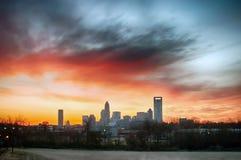 de stadshorizon van Charlotte Noord-Carolina en de stad in stock fotografie