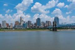 De Stadshorizon van Cincinnati, Ohio stock afbeeldingen