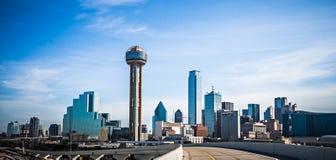 De stadshorizon van Dallas Texas en de stad in Stock Foto
