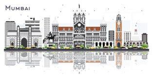 De Stadshorizon van Mumbaiindia met Kleurengebouwen en Bezinningen op Wit worden geïsoleerd dat royalty-vrije illustratie