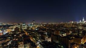 De stadshorizon van New York bij nacht stock videobeelden