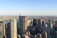 De Stadshorizon van New York zoals die van het centrum van de stad wordt gezien. Royalty-vrije Stock Foto's