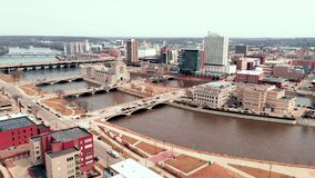 De Stadshorizon van satellietbeeldcedar rapids iowa riverfront downtown stock video