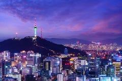 De stadshorizon van Seoel stock foto's