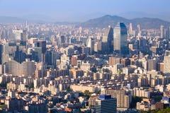 De stadshorizon van Seoel, Zuid-Korea royalty-vrije stock foto's