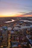 De stadshorizon van Sydney bij zonsondergang Stock Afbeelding