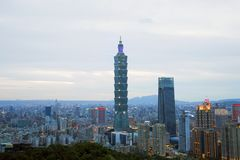 De stadshorizon van Taipeh, Taiwan Stock Foto