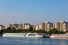 De Stadshorizon van Wenen over de Rivier van Donau Royalty-vrije Stock Afbeelding