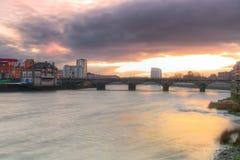 De stadslandschap van de limerick bij zonsondergang Stock Foto