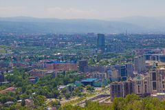De stadsmening van Alma Ata van Koktobe-heuvel, Kazachstan Royalty-vrije Stock Fotografie