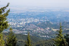 De stadsmening van Alma Ata vanaf bergbovenkant Stock Afbeelding