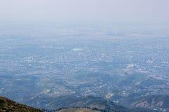 De stadsmening van Alma Ata vanaf bergbovenkant Stock Afbeeldingen
