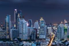 De stadsmening van Bangkok bij nacht Stock Afbeeldingen