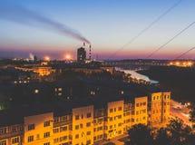 De stadsmening van de nacht stock afbeeldingen