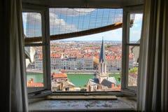 De stadsmening van Lyon van het venster Stock Afbeeldingen