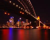 De stadsmening van Sydney bij nacht Royalty-vrije Stock Foto's