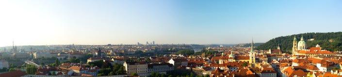 De stadspanorama van Praag bij vroege ochtend Stock Fotografie