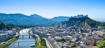 De Stadspanorama van Salzburg Stock Afbeeldingen