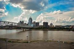 De de stadsrivier van de binnenstad van Cincinnati stock afbeelding