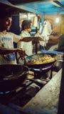De stadsstraat van Bangalore, kokende rijst Stock Foto's