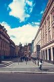 De stadsstraten van Glasgow met mensen en toeristen die, 01 lopen 08 2017 Stock Fotografie