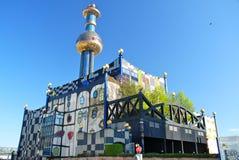 De stadsverwarmingsinstallatiesinstallatie van Hundertwasser in Wenen Stock Foto