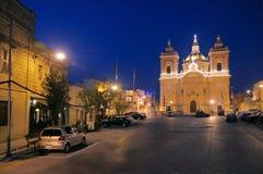 De stadsvierkant van Xagra met stadskerk, Gozo, Malta Stock Fotografie