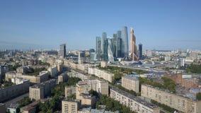 De Stadswolkenkrabbers van Moskou, luchtmening Bureau commercieel centrum van de stad van Moskou Torens van de stad van Moskou stock videobeelden