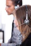 De stafmedewerkers van de klant met hoofdtelefoon Royalty-vrije Stock Afbeelding