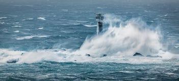 De stakingen Cornwall, Longships-Vuurtoren, Land's End van onweersdesmond royalty-vrije stock foto
