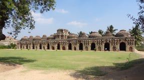 De stallen van de olifant in Vijayanagara Royalty-vrije Stock Afbeeldingen