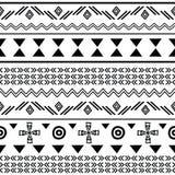 De stammenzwarte op witte naadloos herhaalt patroon Stock Afbeelding