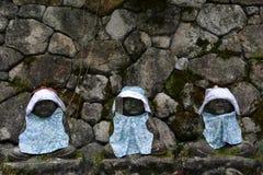 De standbeelden die van Baby Boedha dragen hoed en leuke kleren? Stock Foto's
