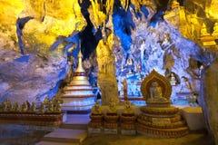 De standbeelden en stupas van Boedha in Pindaya hollen, Shan State, Myanmar uit royalty-vrije stock foto