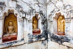 De standbeelden van Boedha in Bagan, Myanmar Stock Afbeeldingen