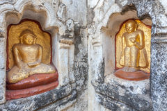 De standbeelden van Boedha in Bagan, Myanmar stock afbeelding
