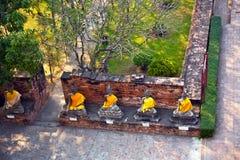 De standbeelden van Boedha bij de tempel van Wat Yai Chai Mongkol Royalty-vrije Stock Foto's