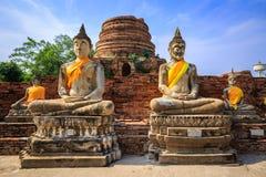De standbeelden van Boedha in blauwe hemel Stock Afbeeldingen