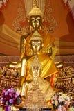 De standbeelden van Boedha, Gezicht van gouden Boedha, sluiten omhoog gezicht van gouden Boedha Stock Afbeeldingen