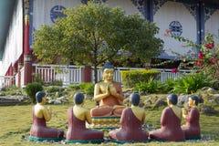 De Standbeelden van Boedha in Lotus Stupa - Lumbini, Nepal royalty-vrije stock afbeelding