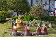 De Standbeelden van Boedha in Lotus Stupa - Lumbini, Nepal royalty-vrije stock foto's